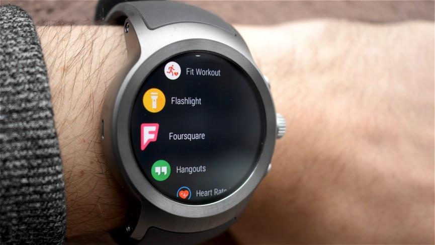 قوقل تُؤكد بأن تطبيقها Hangouts لم يَعُدّ متاحًا على Wear OS