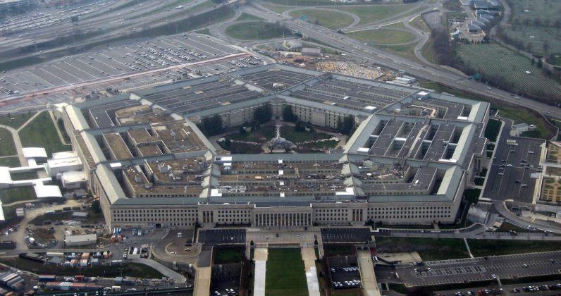 """تنافس شرس بين أمازون ومايكروسوفت للظفر بمشروع سحابة وزارة الدفاع الأمريكية """"JEDI"""""""