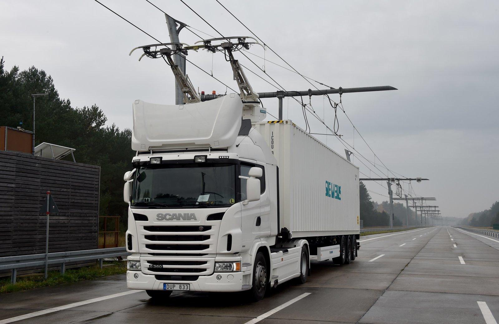 ألمانيا تلحق بالسويد وتختبر أول طريق كهربي سريع للشاحات الهجينة