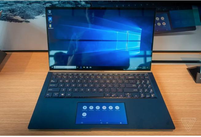 أسوس تضع شاشة ملونة في مساحة الفأرة بحواسب ZenBook S و VivoBook