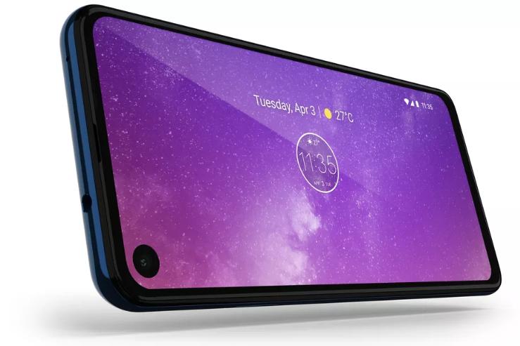 موتورولا تكشف عن هاتفها One Vision بشاشة سنيمائية مع شق دائري للكاميرا الأمامية