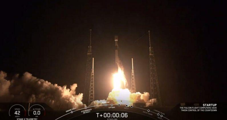 SpaceX تطلق 60 قمر صناعي للانترنت الفضائي الرخيص