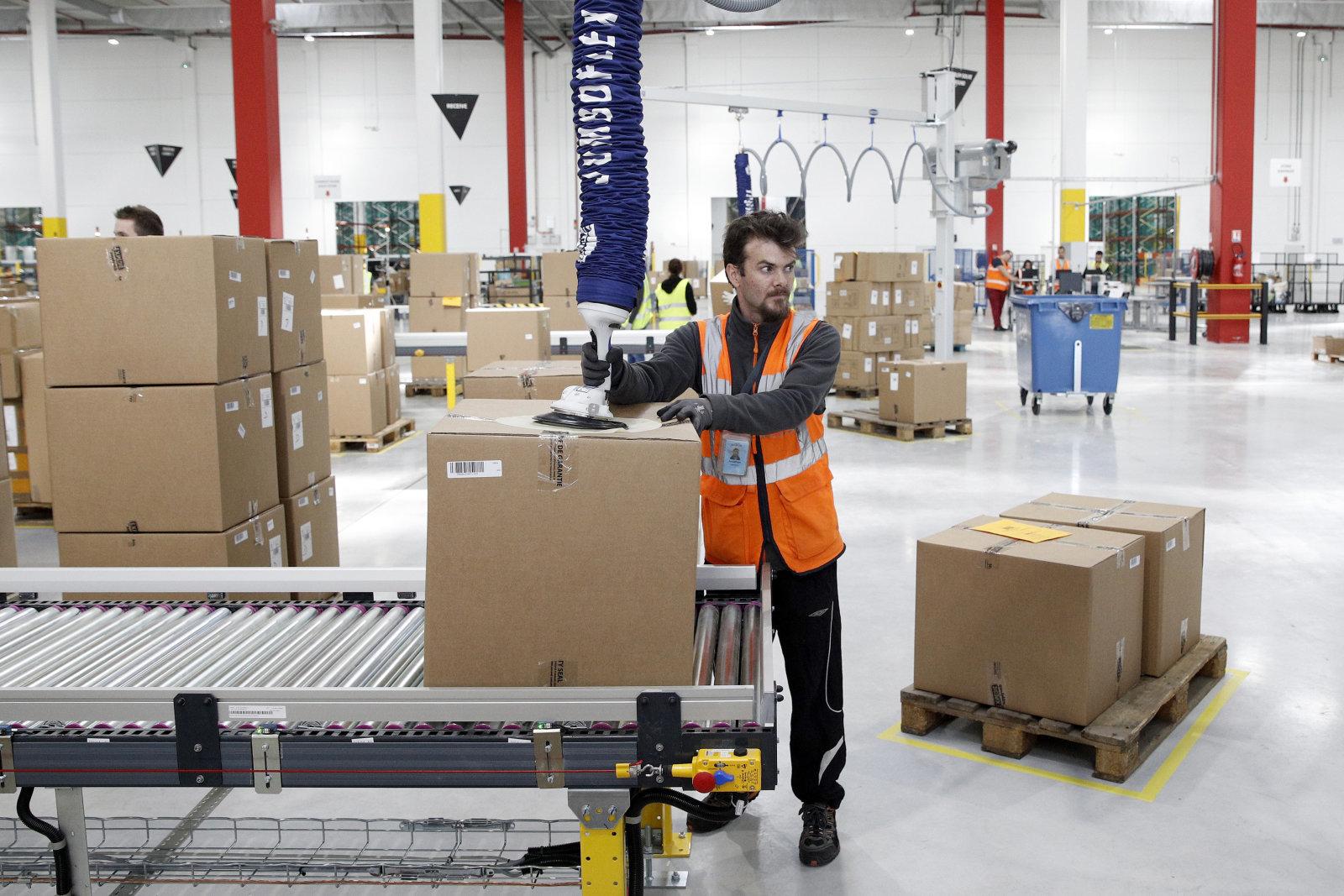 أمازون في صدد التقليل من الأيدي العاملة بالإعتماد على الآلات في تغليف طرود البضائع