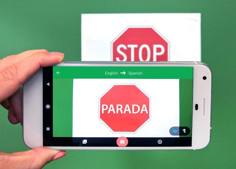 قريبا تطبيق قوقل للترجمة سيتعرف على اللغات تلقائيا عبر الكاميرا