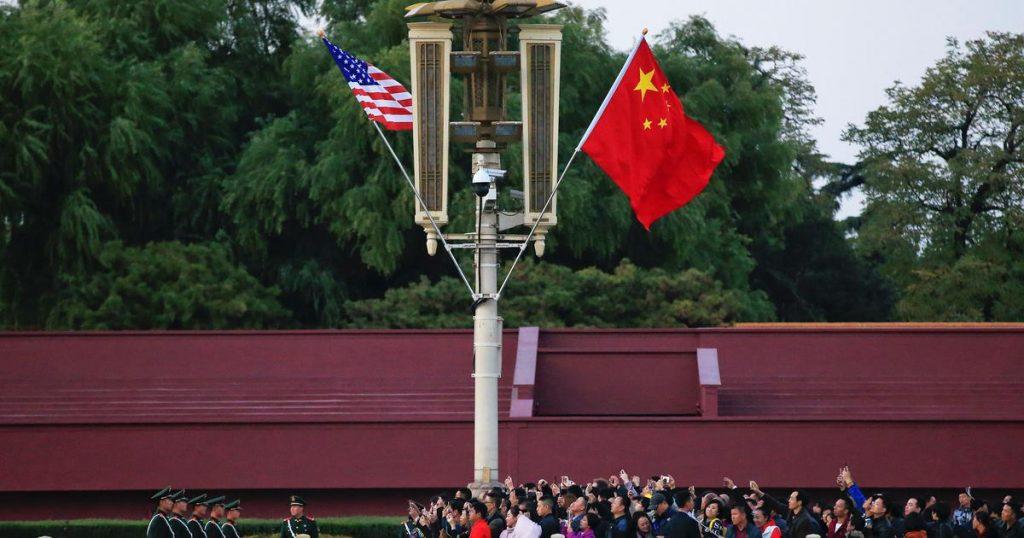 ترامب يرفع الرسوم الجمركية على الهواتف والحواسب المحمولة الصينية