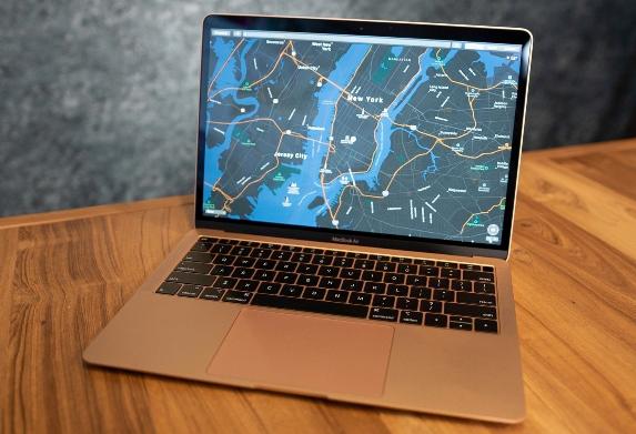 آبل توفر إصلاح مجاني لبعض أجهزة MacBook Air لخلل فني في لوحاتها الأم