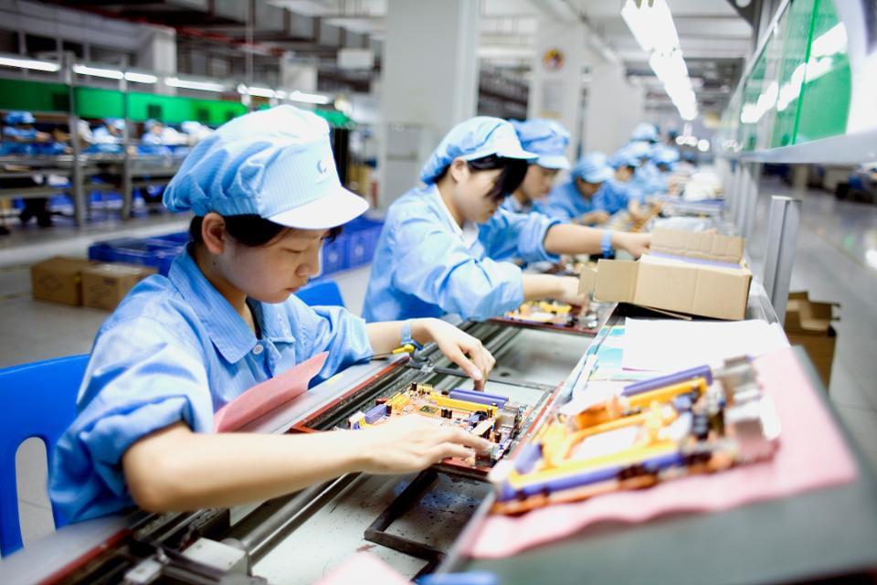 شركات أمريكية لصناعة الحاسب تبحث نقل التصنيع خارج الصين - ديل