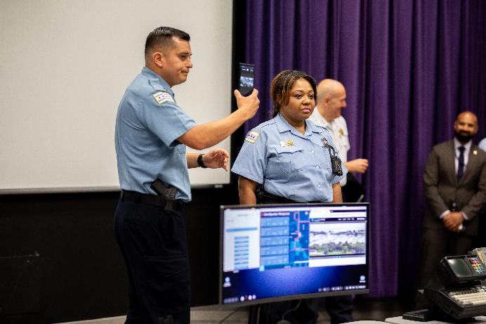 شرطة شيكاغو ستختبر منصة سامسونج DEX على متن سياراتها