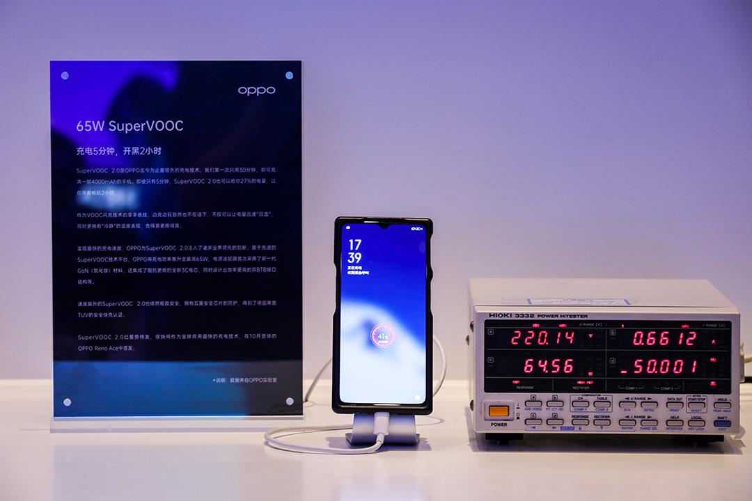 تقنية أوبو SuperVOOC 2.0 تشحن بطارية 4000 ملي أمبير في 30 دقيقة فقط (فيديو)