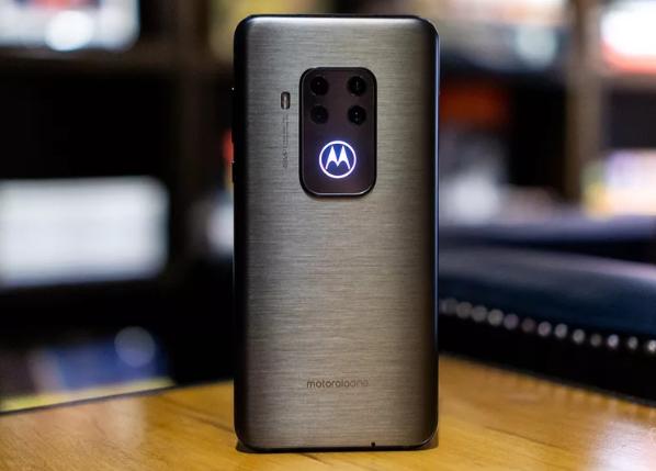 IFA 2019: موتورولا تطلق هاتف One Zoom يحمل كاميرا خلفية رباعية بسعر منافس