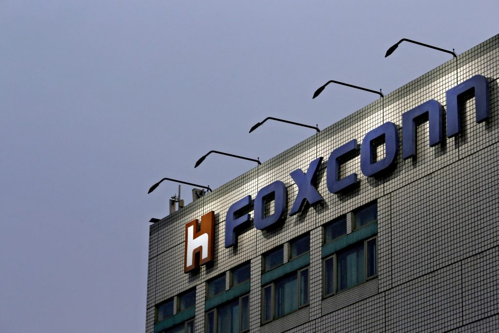 آبل وفوكسكون تنتهكان قانون العمالة في الصين مرة أخرى
