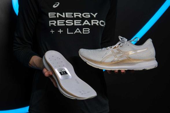 CES 2020: شركة Asics اليابانية تستعرض أول نموذج لحذاء الذكي تحت علامتها التجارية