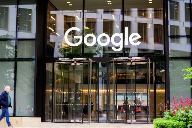 جوجل تمدد خطة العمل عن بعد لعامليها حتى يونيو 2021