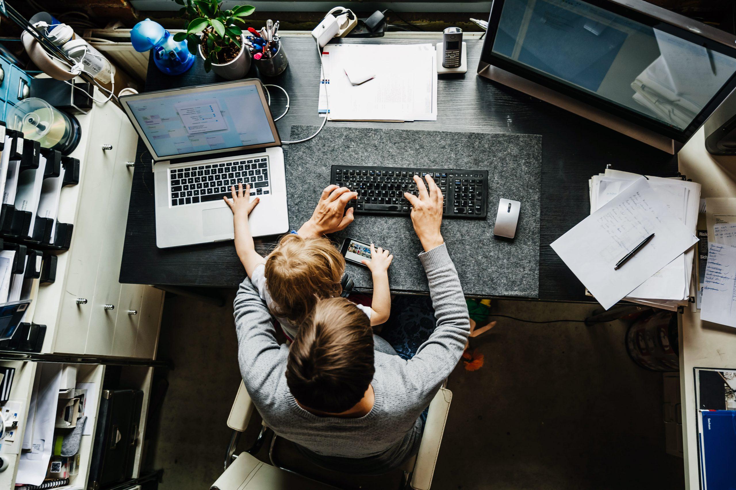 فيس بوك وجوجل تُمددا عمل موظفيهما من المنزل حتى نهاية 2020