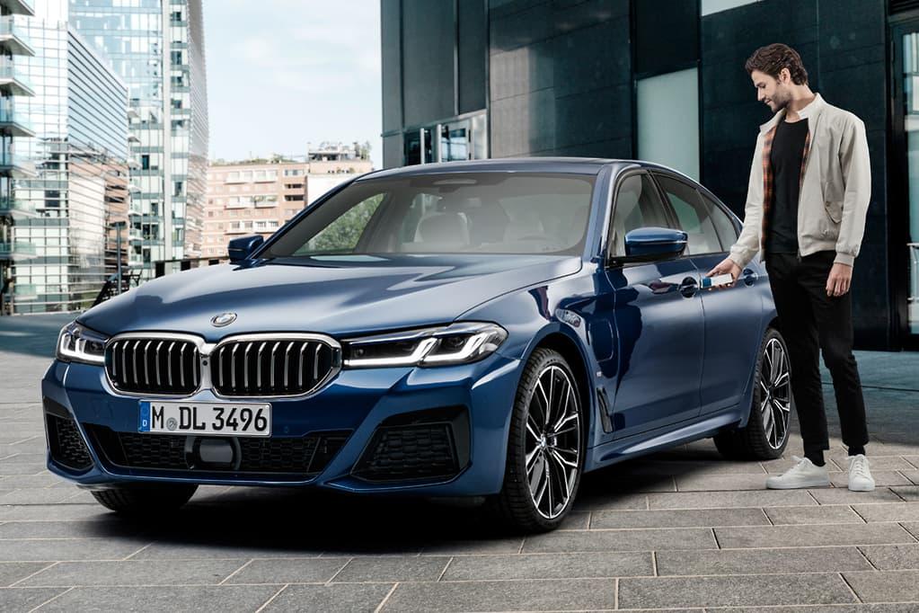 ميزة CarKey تتيح فتح السيارة باستخدام آيفون أو ساعة آبل - BMW 5 Series