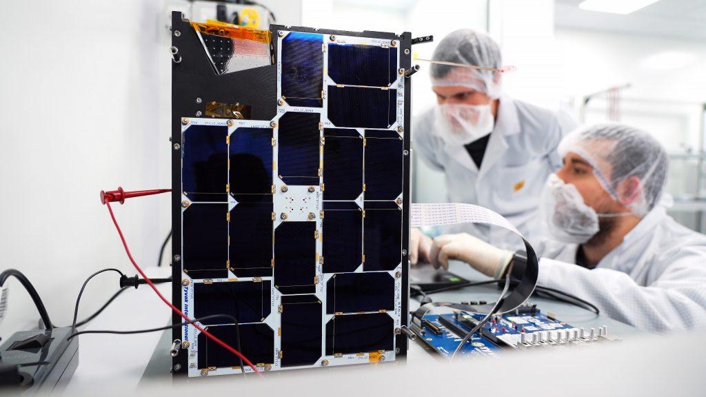 إنتل تدعم أول قمر صناعي يصل مدار الأرض مزود بتقنيات الذكاء الاصطناعي - PhiSat-1