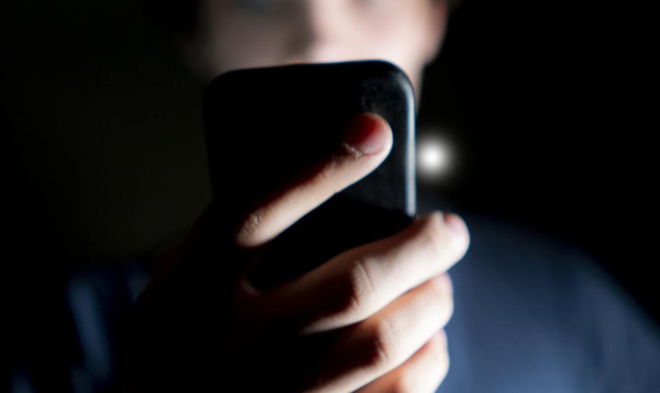 تطبيقات أندرويد حصدت عشرات ملايين التحميل وهي كابوس لخصوصيتك