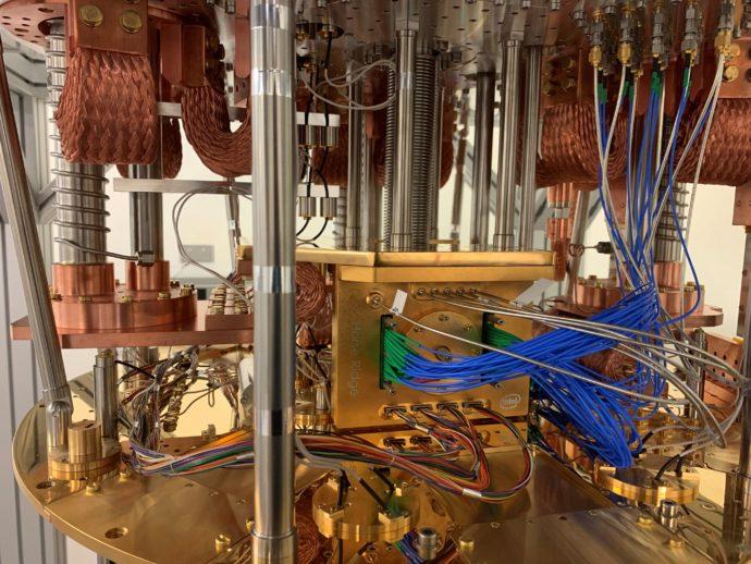إنتل تكشف عن الجيل الثاني من رقاقة الحوسبة الكمية Horse Ridge II, Intel's second-generation cryogenic control chip