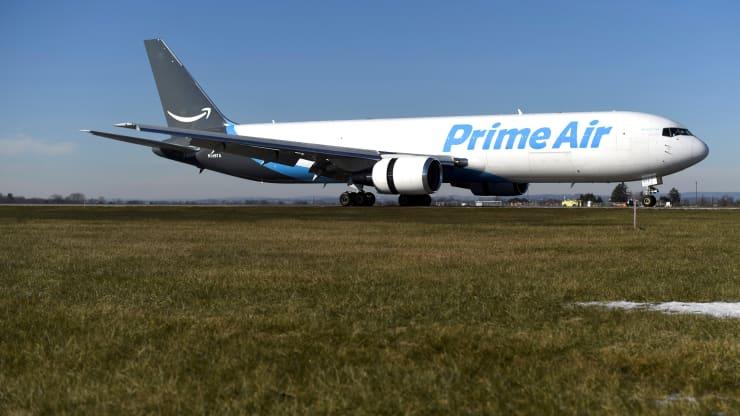 أمازون تعزز أسطولها من الشحن الجوي بشراء المزيد من الطائرات لأول مرة
