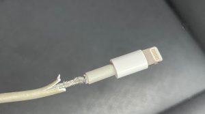 آبل تسعى للحصول على براءة اختراع لتطوير كوابل بغلاف أكثر صلابة لتجنب تلفها