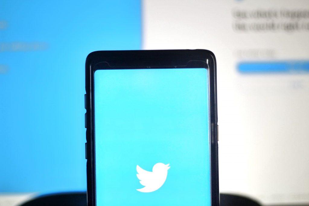 كيف تستخدم غرف الدردشة الصوتية Twitter Spaces ؟