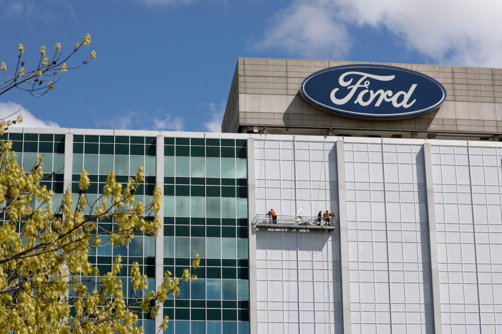 مدير مشروع السيارات في آبل يترك الشركة لصالح فورد