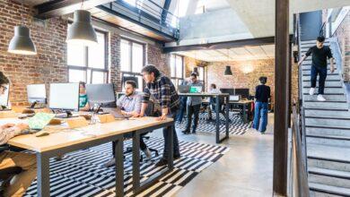 بيئة العمل الهجينة: مميزاتها وكيفية تضمينها في شركتك؟